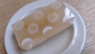 消しゴムにも見えますが和菓子です。